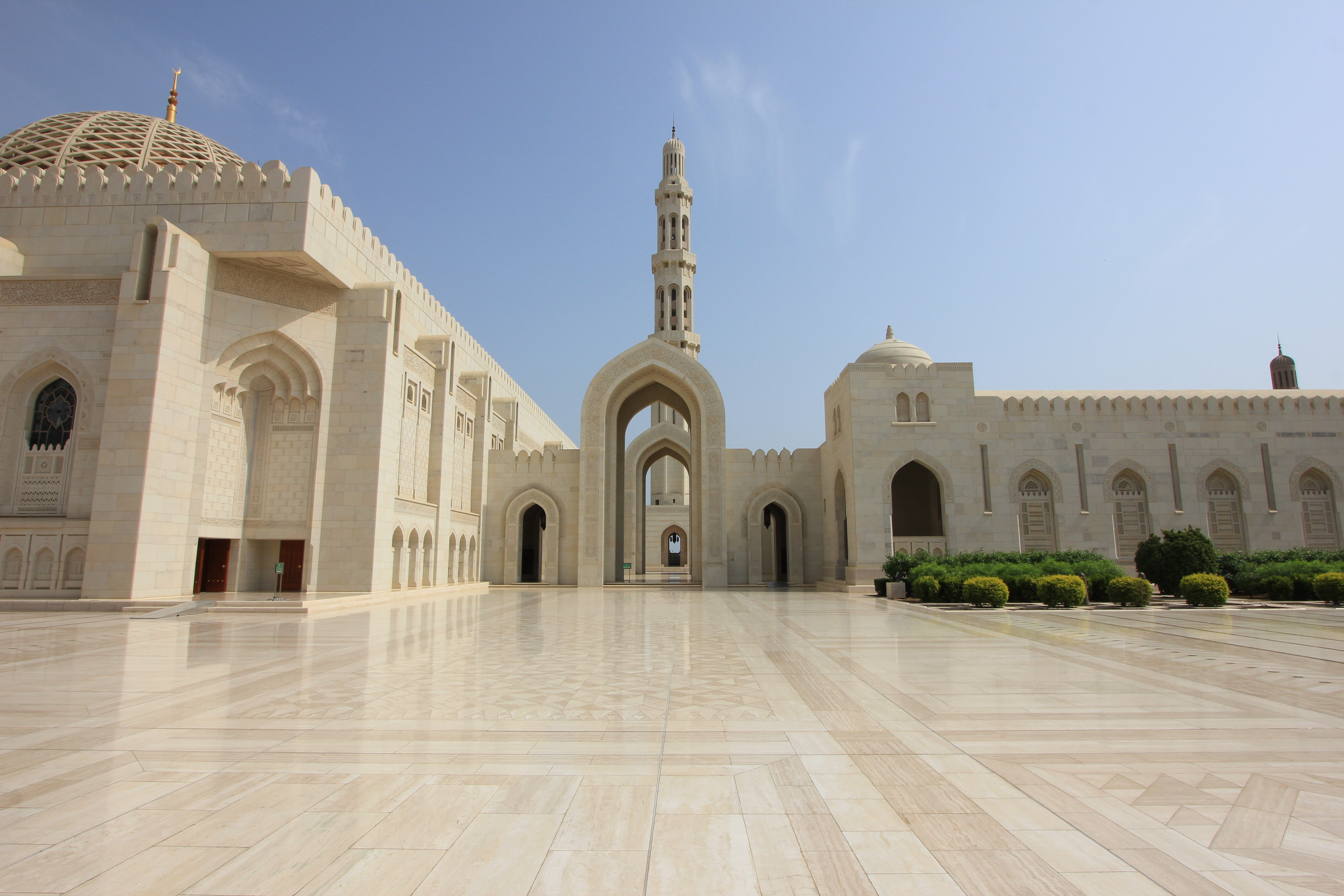 Sultan Qaboos Grand Mosque Arabian Tales An Expats Journey